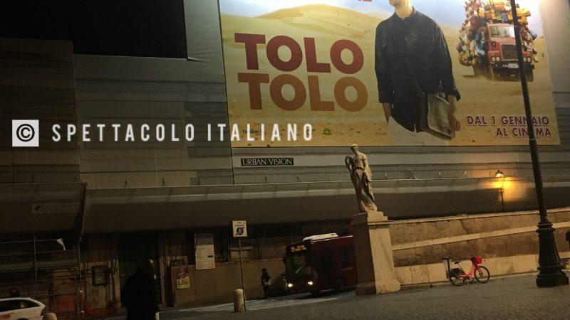 Tolo Tolo poster maxi a Roma (Piazza del Popolo) Checco Zalone supererà il record di incassi di Avatar?