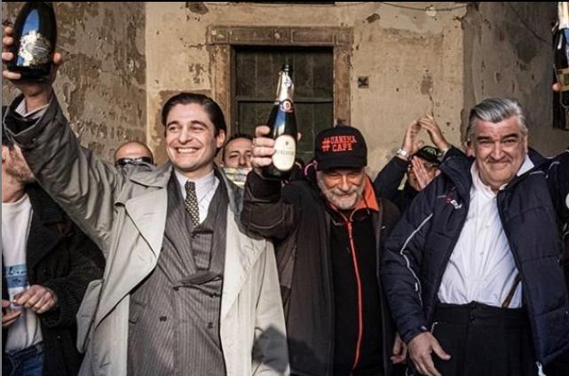 Ultimo ciak per Il Commissario Ricciardi a Napoli, foto dalle riprese  con Lino Guanciale e tutto il cast