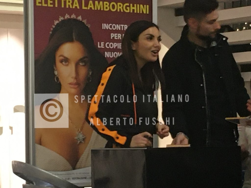 elettra-lamborghini-montesilvano-INSTORE-TOUR-pescara