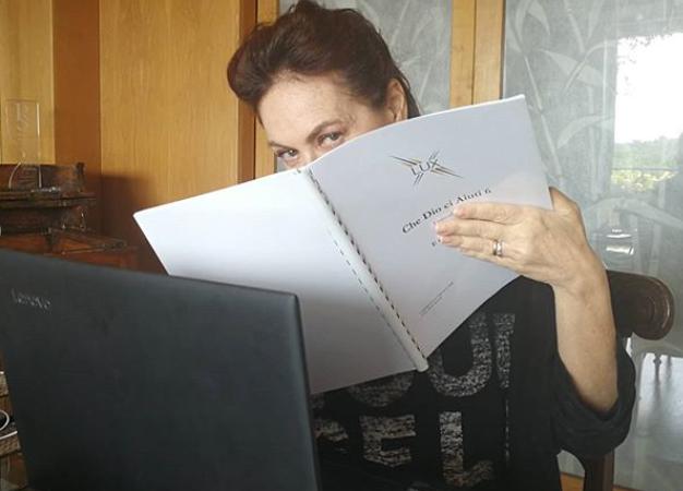 Che Dio ci Aiuti 6 Elena Sofia Ricci pubblica la foto del copione, stasera Che Dio ci Aiuti 5 su Rai 1