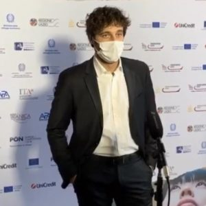 """Lino Guanciale al Mia Market 2020, annunciato il cast di Sopravvissuti, tutti i titoli degli episodi de """"Il Commissario Ricciardi"""""""