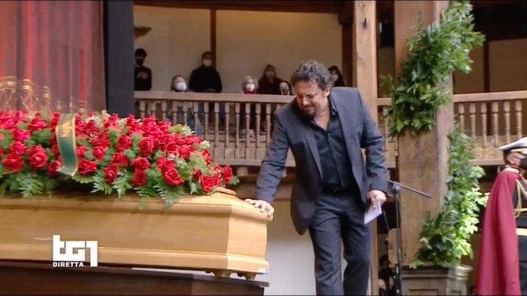 funerali-gigi-proietti-enrico-brignano