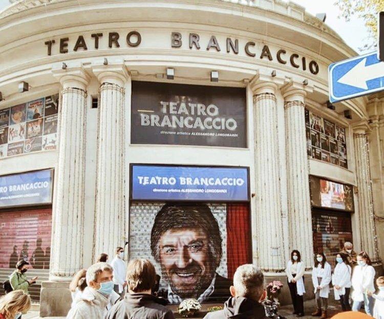 Gigi Proietti al Teatro Brancaccio, capolavoro di Maupal in onore al maestro