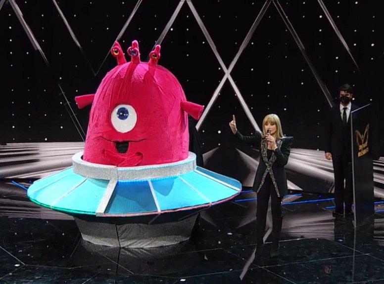 Il Cantante Mascherato 2021 eliminato prima puntata, la maschera del Baby Alieno