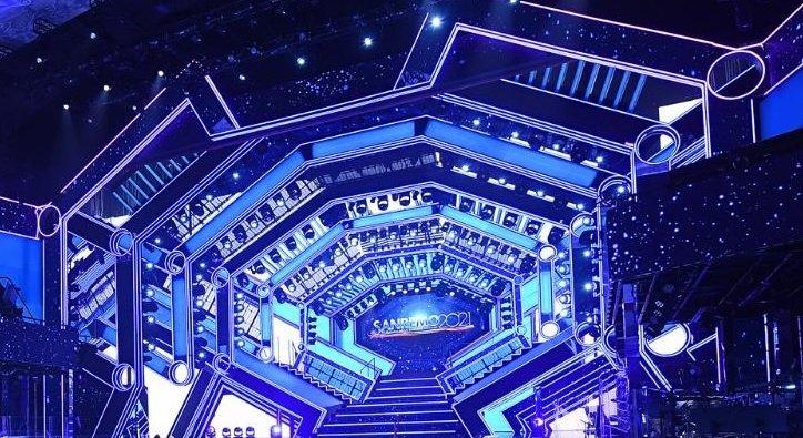Sanremo 2021 scenografia, foto del palco del Teatro Ariston firmato Castelli