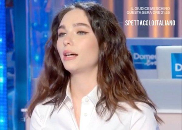 """Matilda De Angelis a Domenica In (21 marzo) """"Leonardo da Vinci…na rottura"""" Mara Venier scoppia a ridere VIDEO"""